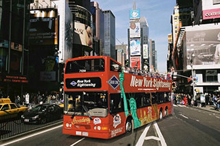 TripAdvisor's top-rated NYC bus tour, Big Bus New York is the only sightseeing bus with live commentary and hop-on-hop-off access at 25+ bus stops located across the city. New York Pass Tips A one day hop on hop off NYC bus tour with Big Bus.